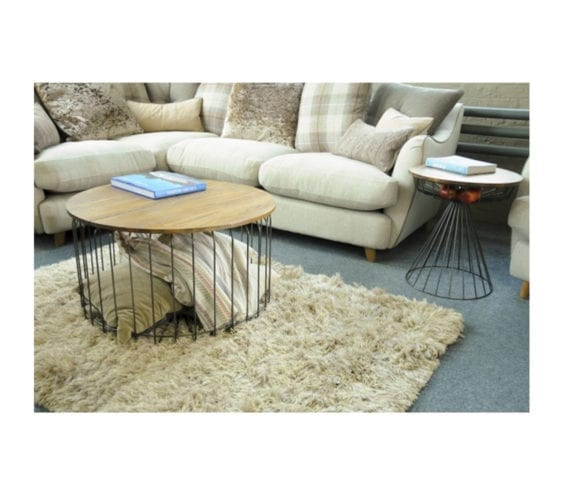mysen-round-industrial-side-table-with-with-wooden-top-lifestyle-lounge